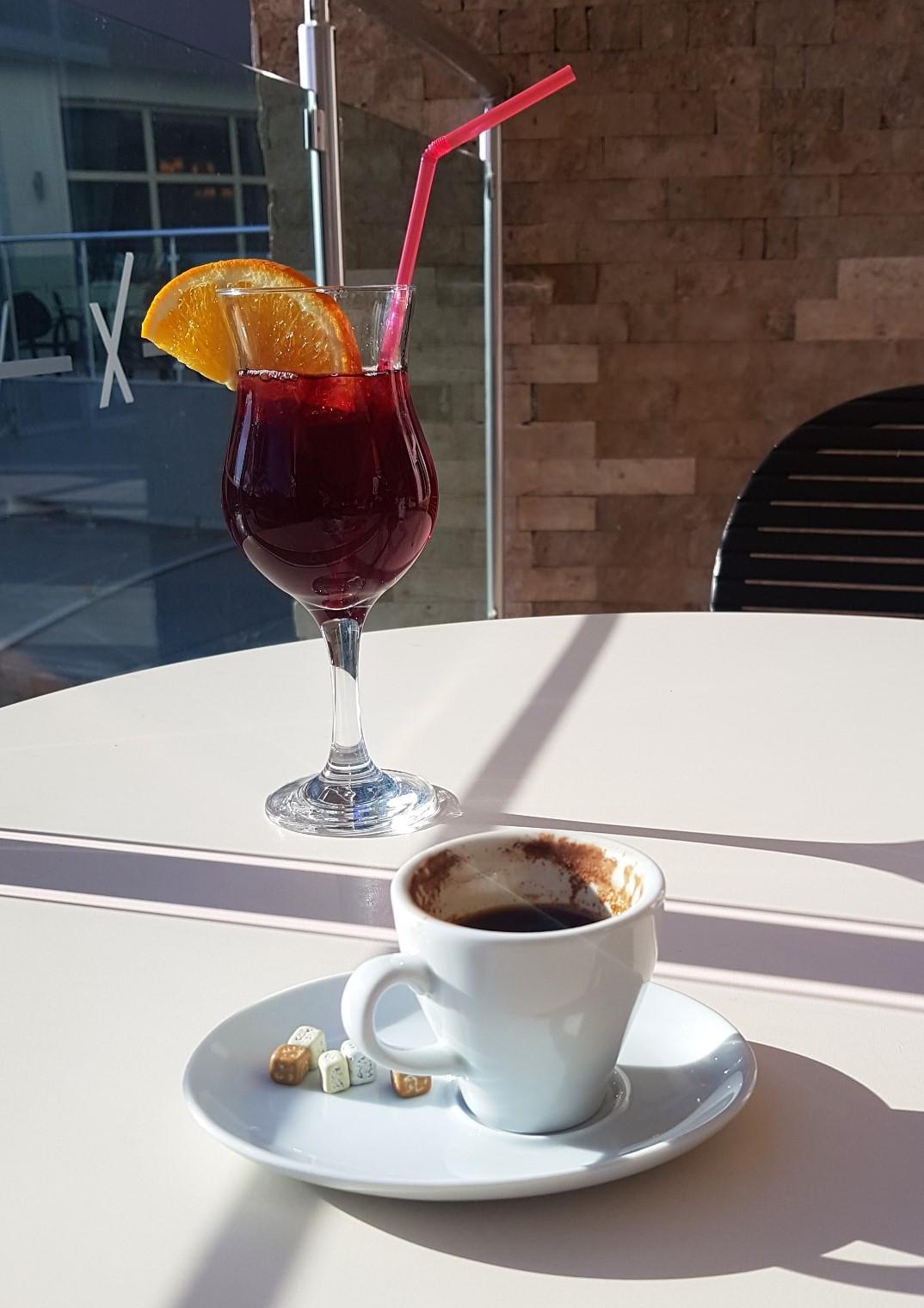cafea turceasca . cocktail