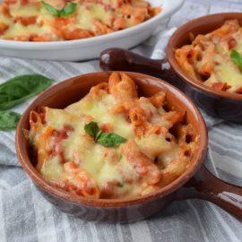 Penne la cuptor cu mozzarella - foodieopedia.ro