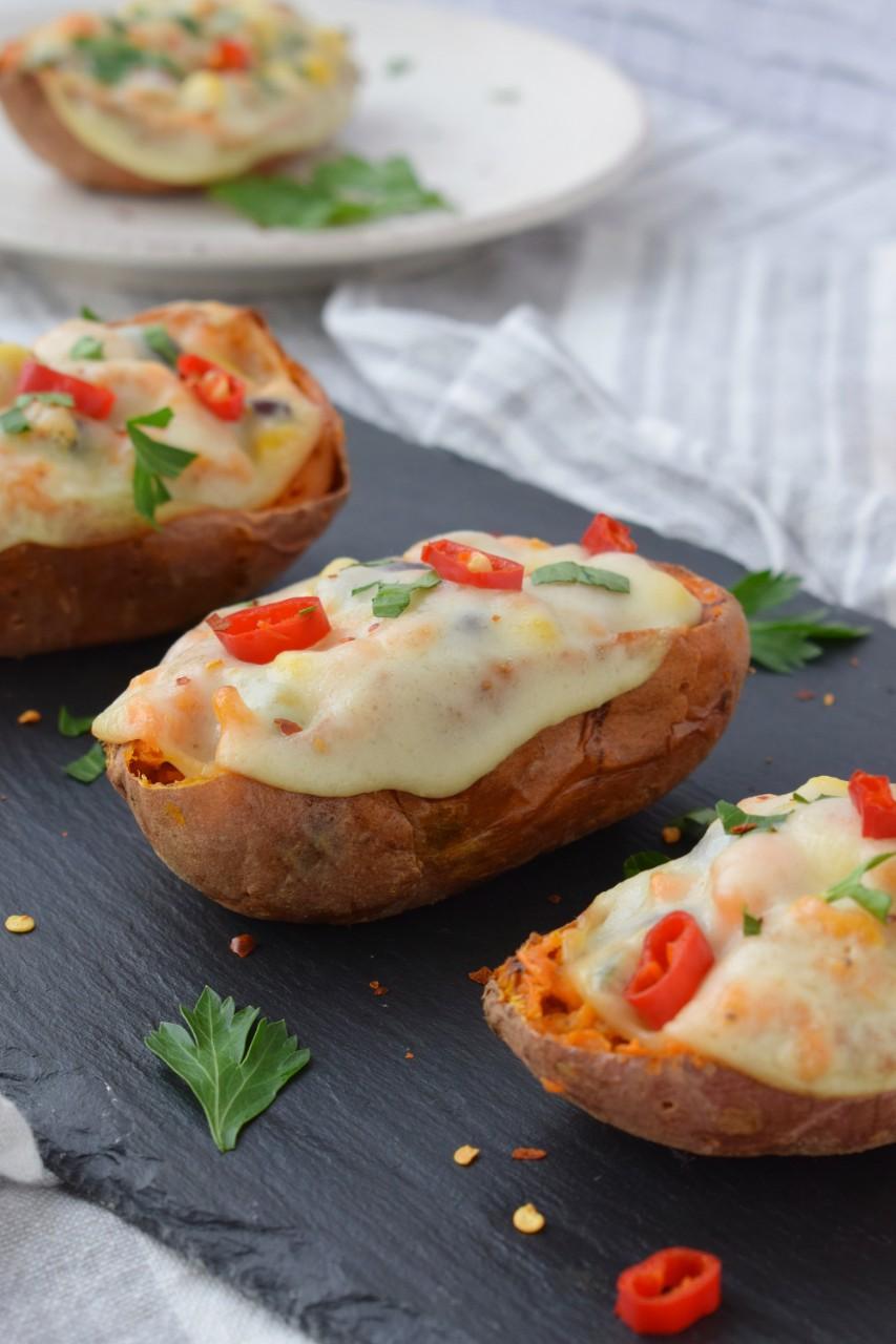 Cartofi dulci in stil mexican cu felii de cascaval afumat DeSenvis - foodieopedia.ro