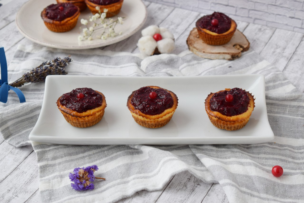Mini-Cheesecake la cuptor in forme de briose - foodieopedia.ro