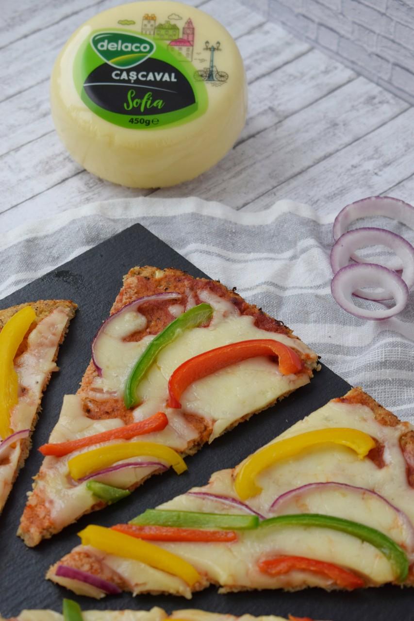 Pizza cu blat din conopida - foodieopedia.ro