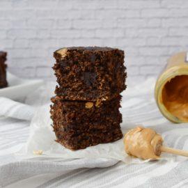 Brownie cu unt de arahide - foodieopedia.ro