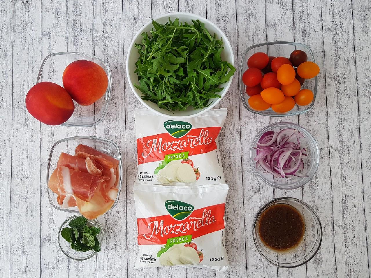 Salata-cu-mozzarella-nectarine-si-prosciutto-foodieopedia.ro