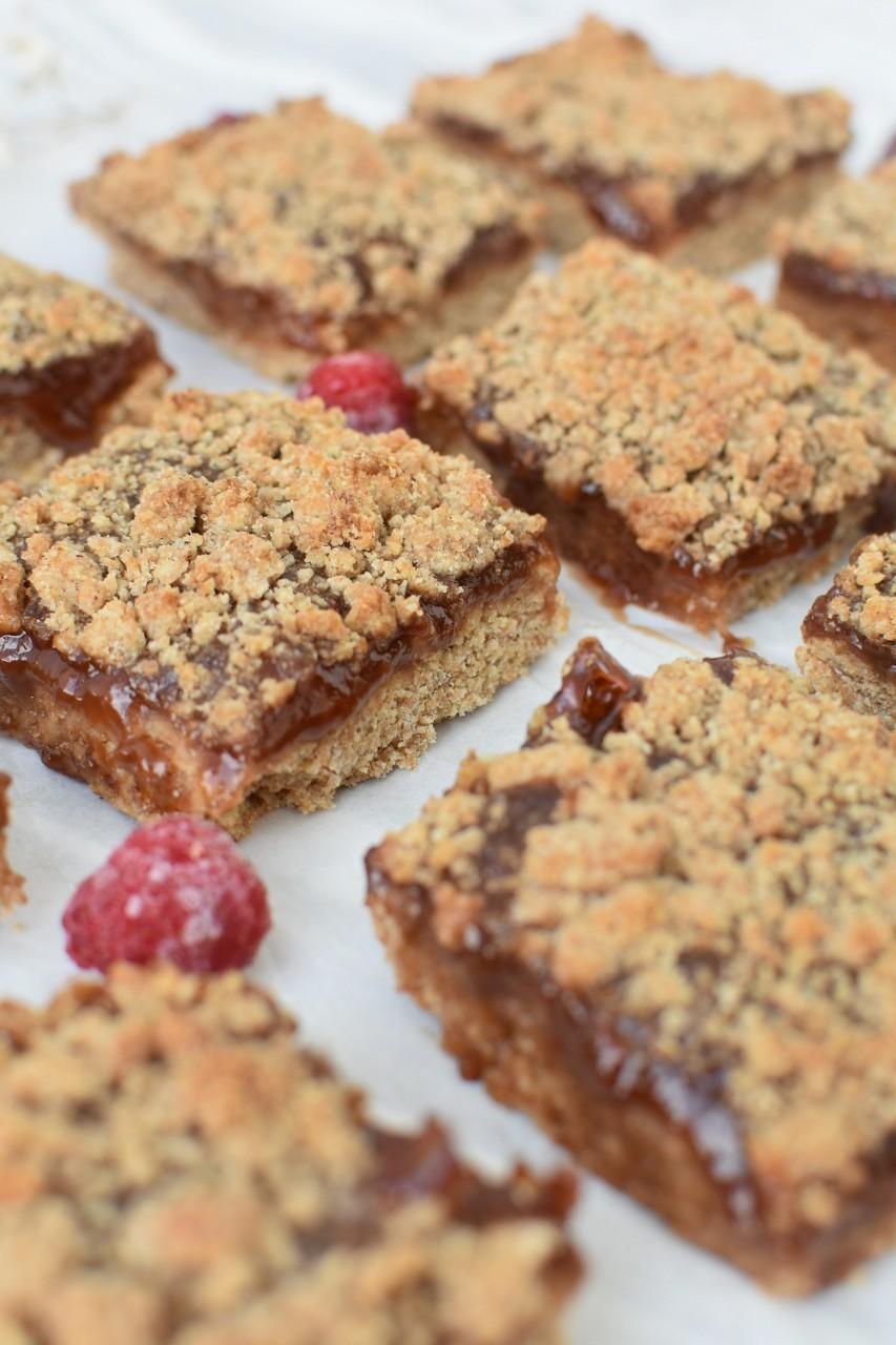 Prajitura cu dulceata de zmeura si aluat sfaramicios - foodieopedia.ro
