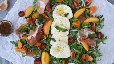 Salata cu mozzarella si nectarine