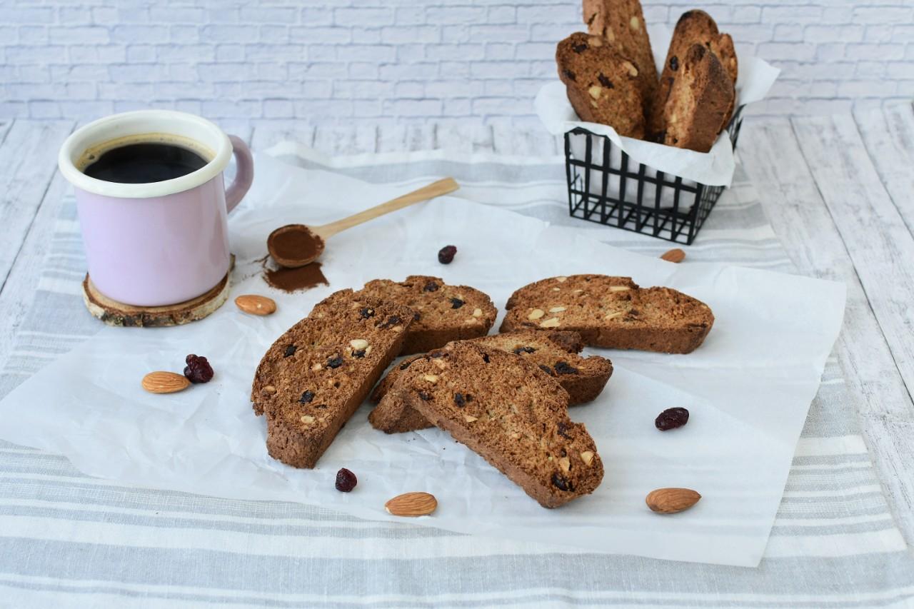Biscotti cu migdale si merisoare - foodieopedia.ro