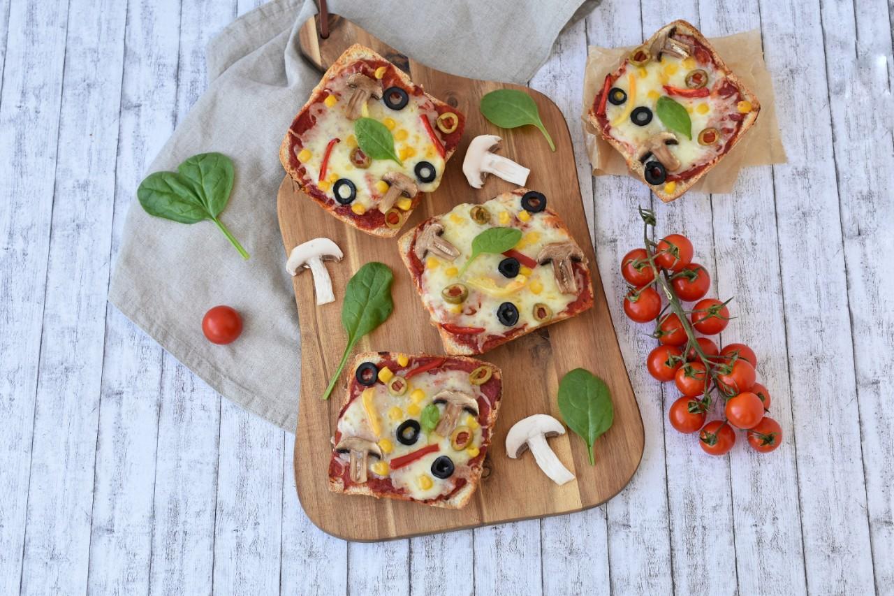 Pizza pe pâine ciabatta - foodieopedia.ro
