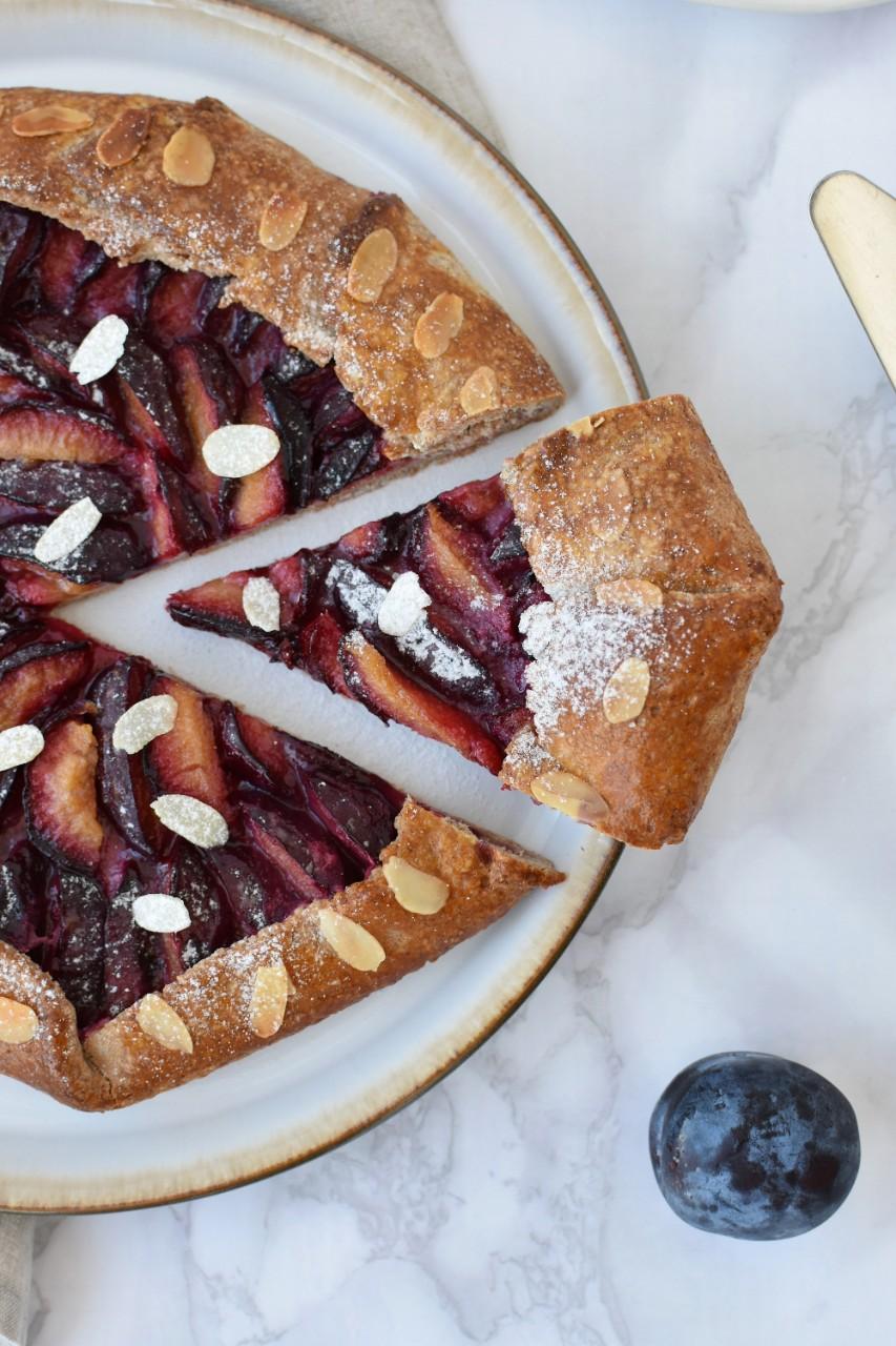 galette cu prune - foodieopedia.ro
