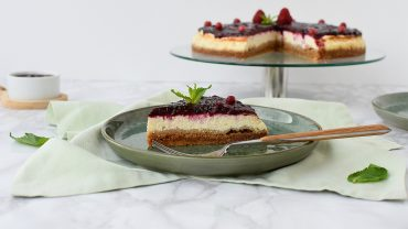 Cheesecake copt cu fructe de padure