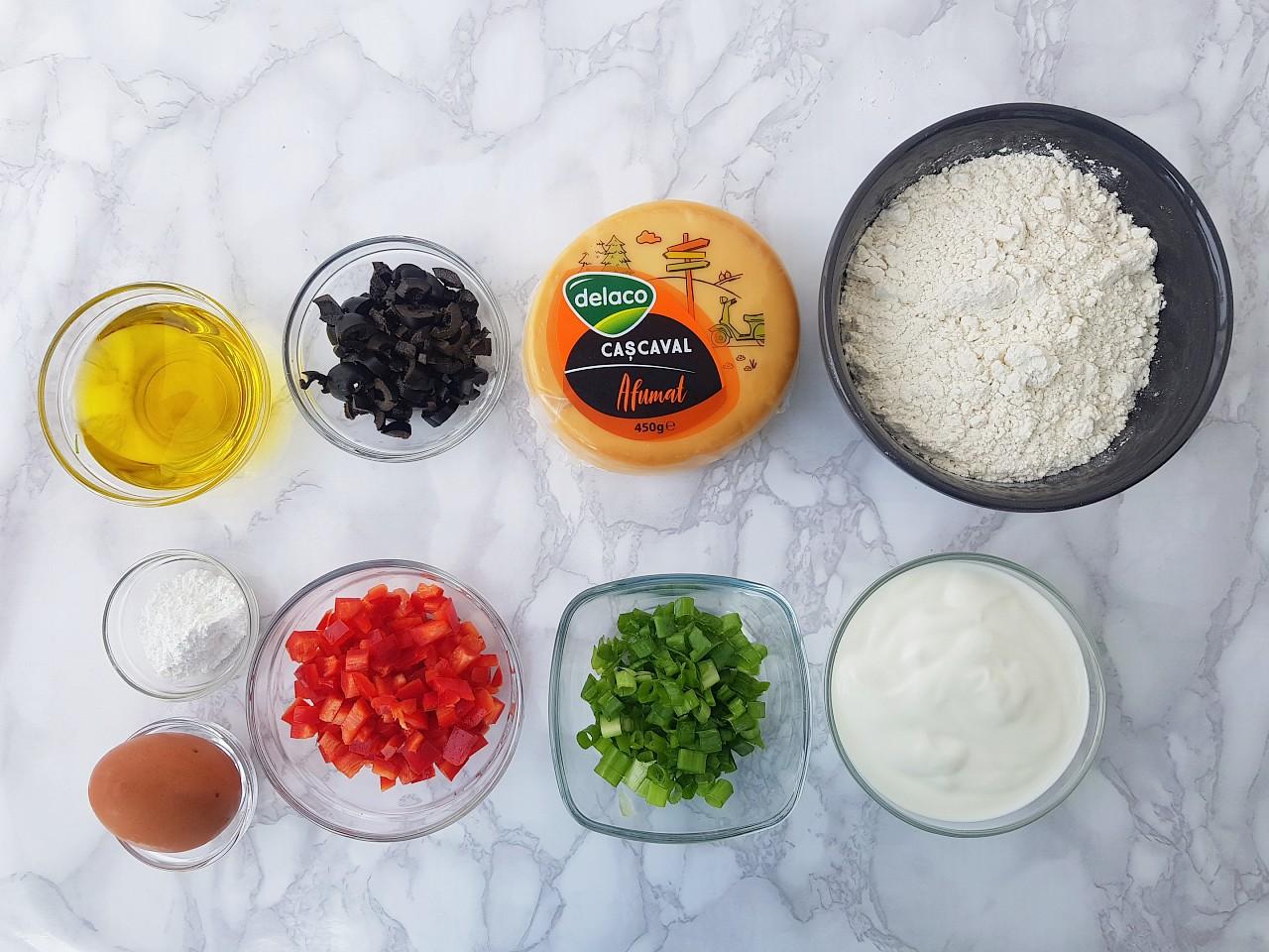 Brioșe cu legume si cascaval afumat - foodieopedia