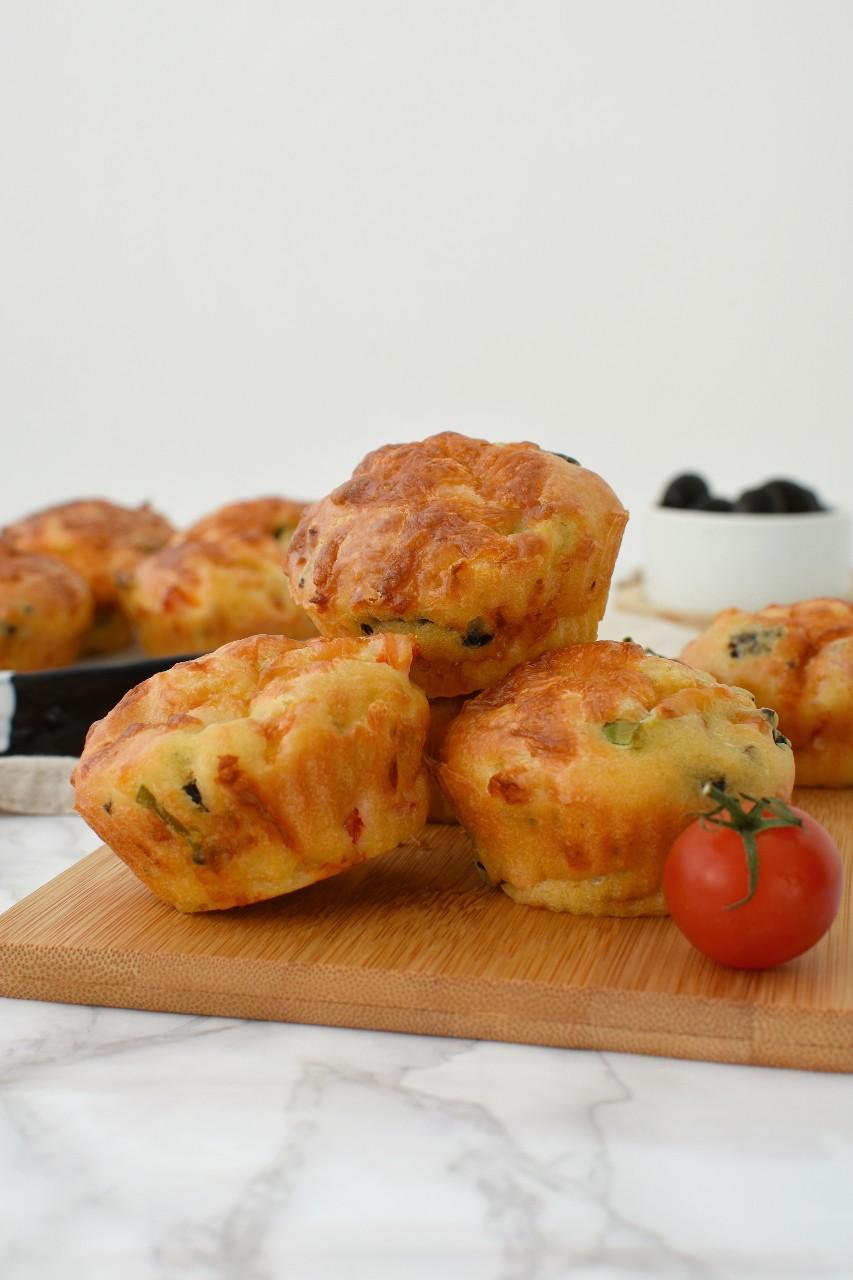 Briose sarate cu legume si cascaval afumat - foodieopedia.ro
