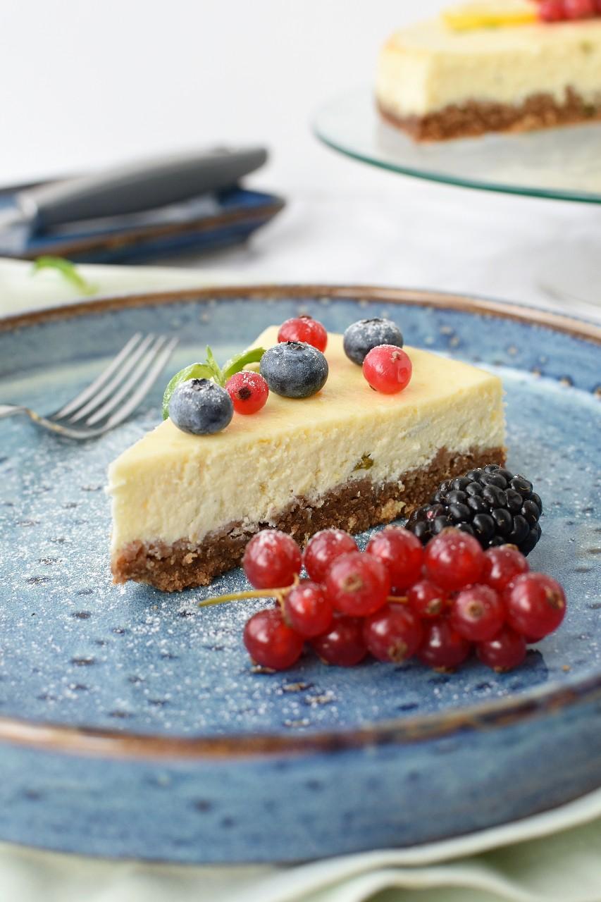 Cheesecake cu lamaie si busuioc - foodieopedia