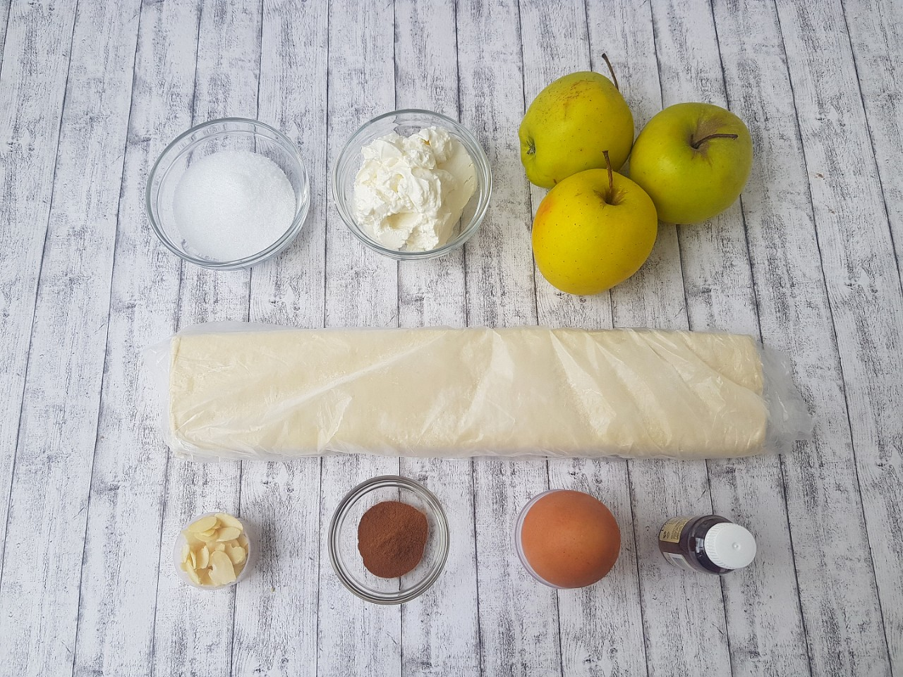 Strudel cu mere si crema de branza - foodieopedia