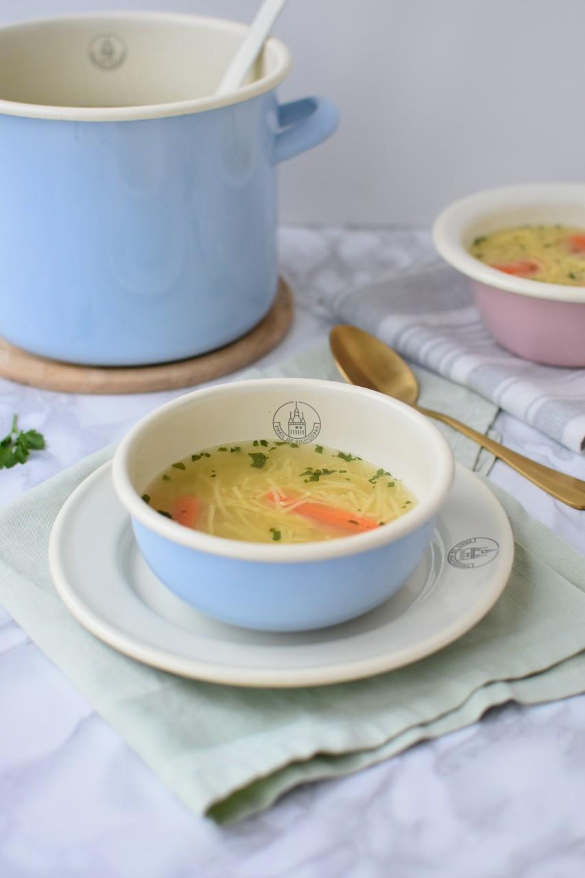Supa de pui cu taitei - foodieopedia