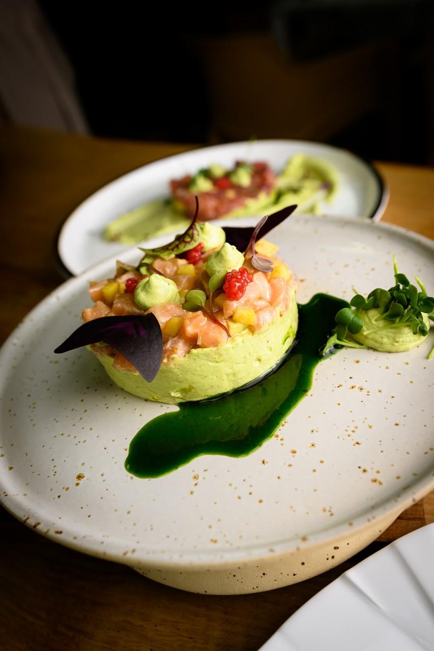 Tartar cu somon si crema de avocado - Masterclass by Raul Vidican