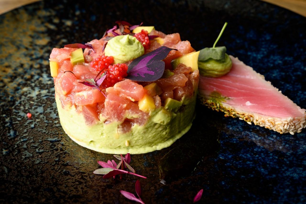 Tartar de ton cu crema de avocado - masterclass by Raul Vidican