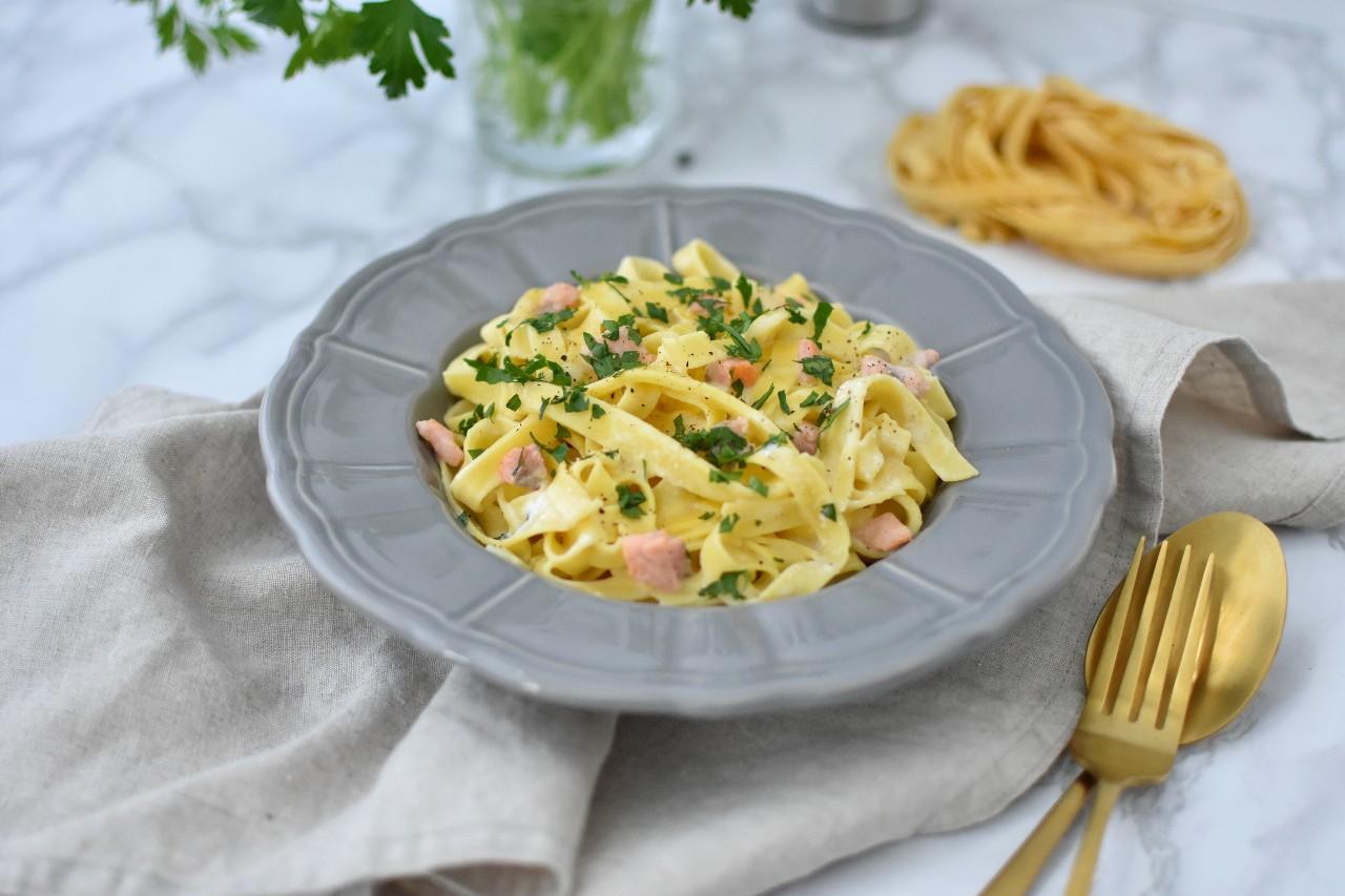 Tagliatelle cu sos alb cu brânză cottage