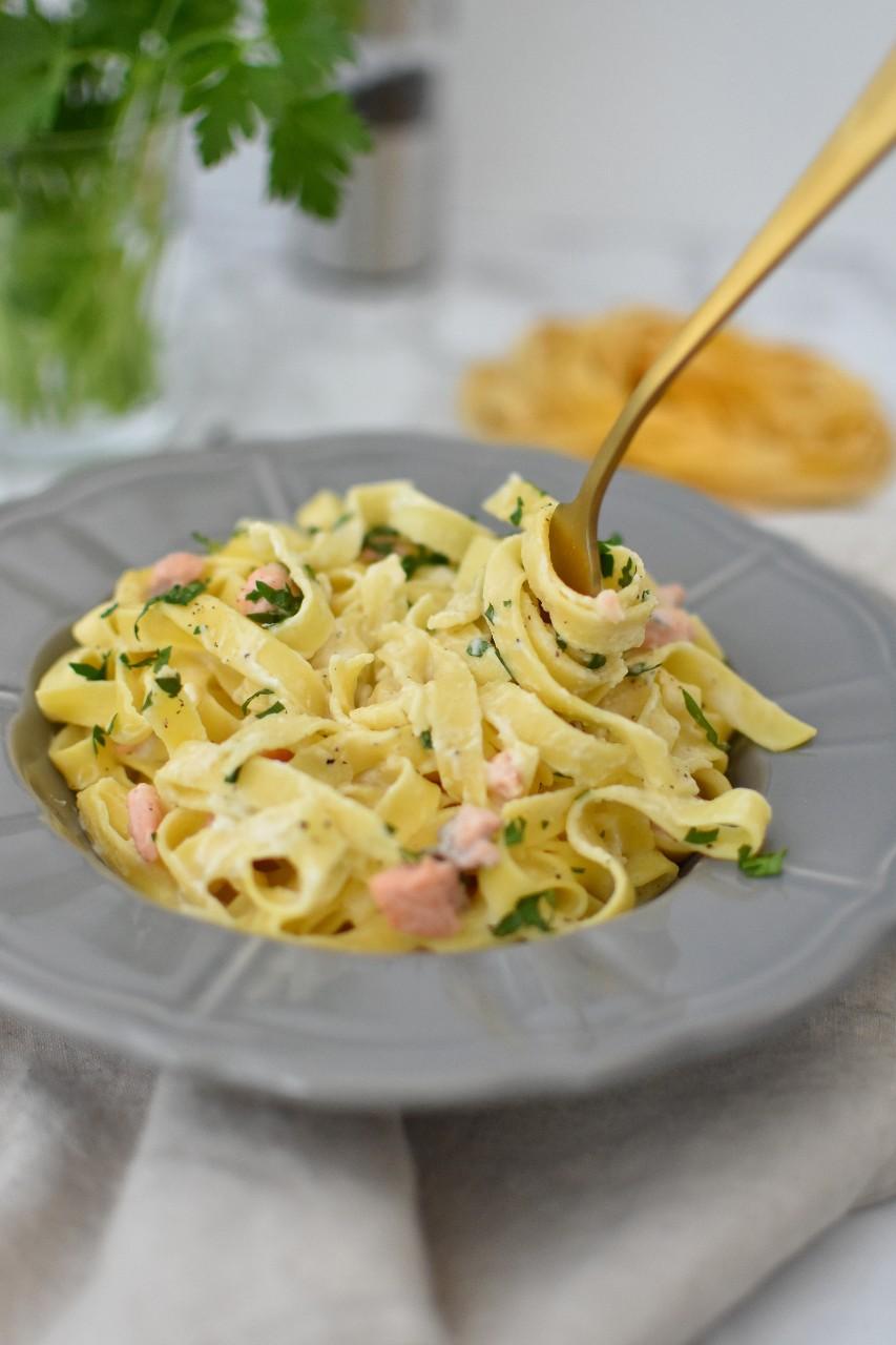 Tagliatelle cu sos alb cu branza cottage - foodieopedia