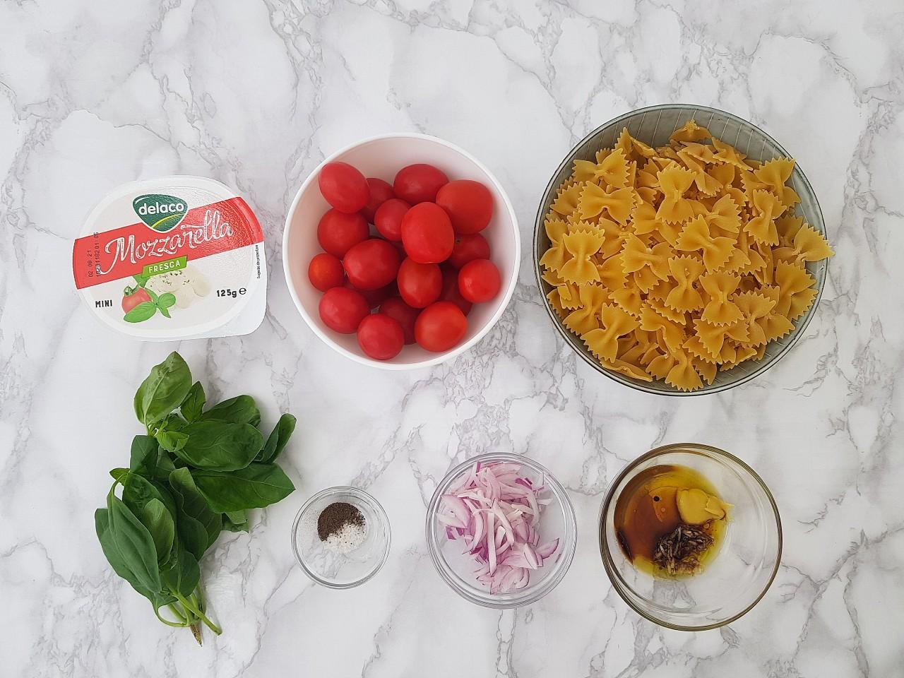 Salata de paste caprese - foodieopedia