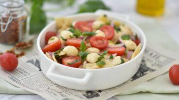 Salata de paste caprese