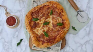 Pizza Margherita cu blat pufos